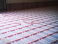 infloor heating installation in floor pipes